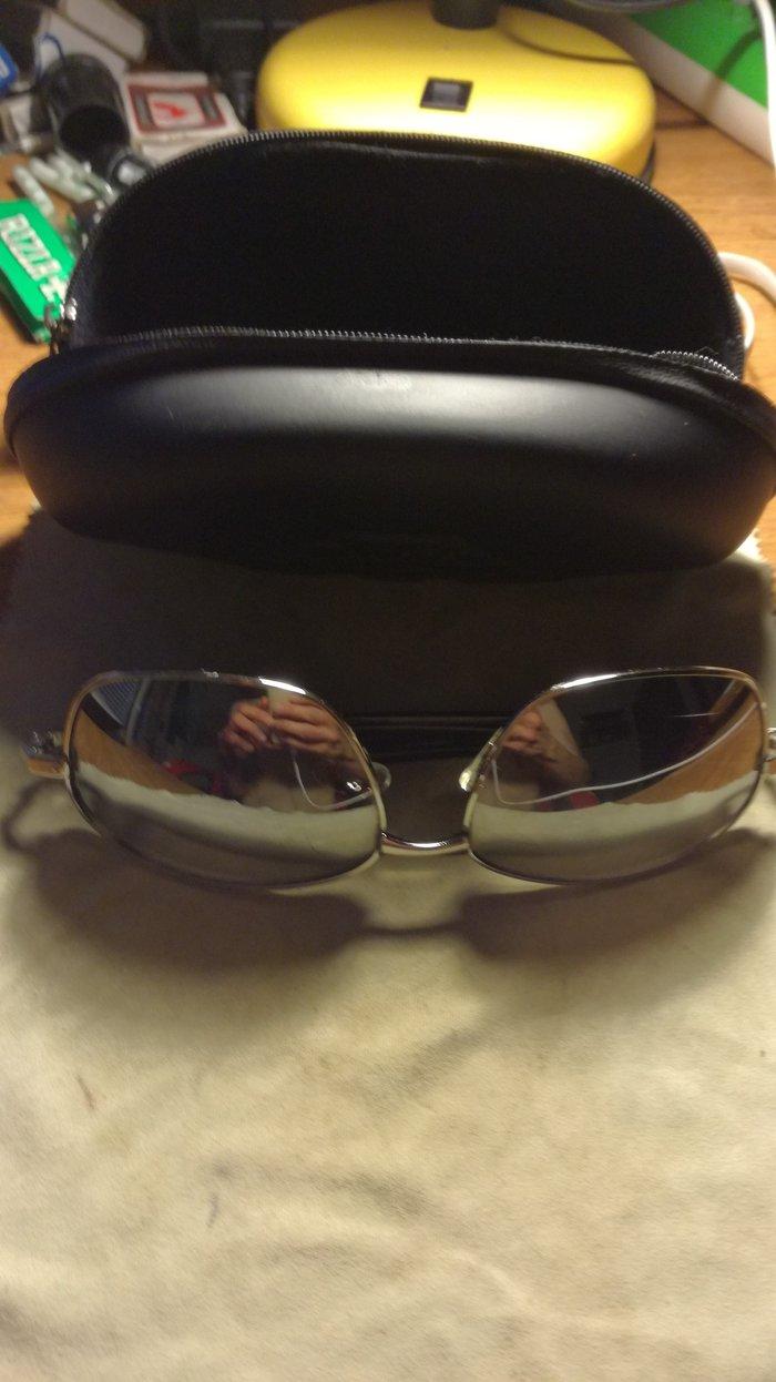 Silver sunglasses, case Included. σε Ασπρόπυργος