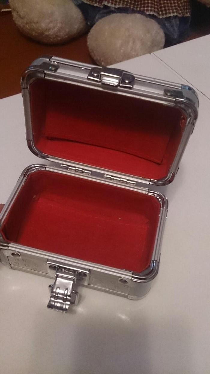 Mucru sandıq satılır qızıl qoymaga 5manata satılır. Photo 0