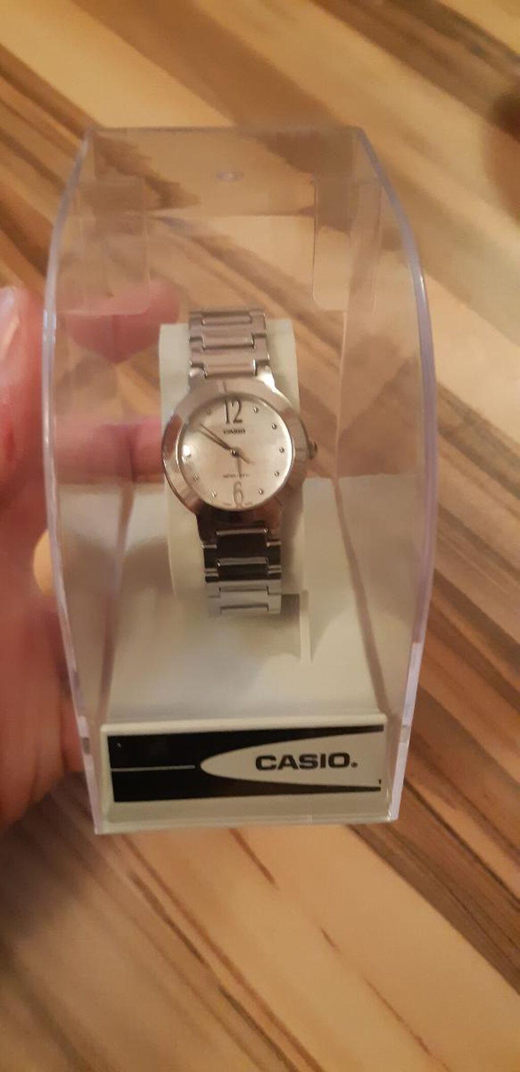 Gümüşü Qadın Qol saatları Casio