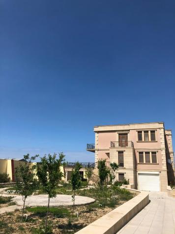 Satış Evlər vasitəçidən: 750 kv. m., 7 otaqlı. Photo 1