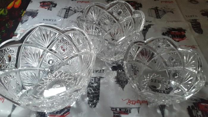 Тройка вазы хрустальные. Чешское стекло прочное. Торг уместен.. Photo 0