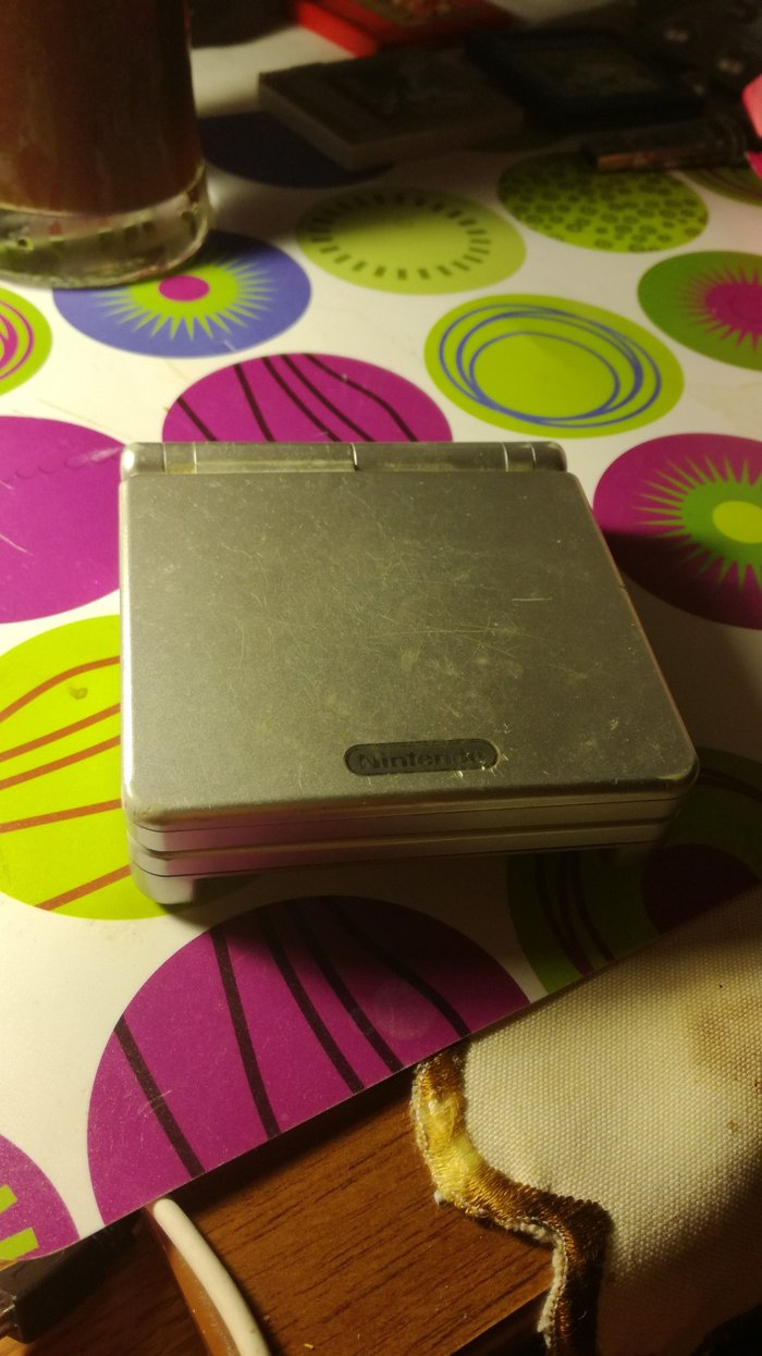 Game Boy Advance SP. Device only (not functioning).. Photo 0