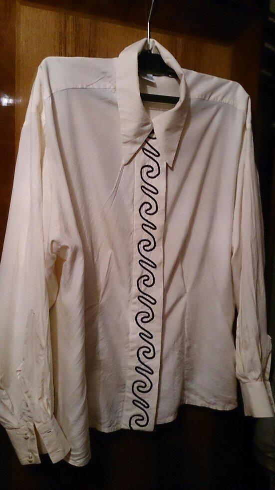 Bakı şəhərində Soroçka. Krem renginde , materiali ipek , qolu uzun, razmeri 40-42 (