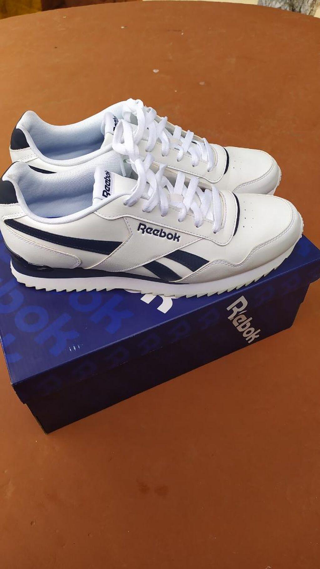 Nisu nove ali par puta sam ih obuvao, prodajem ih zato što su mi veće za broj, posedujem i fiskalni, kupljene su u Septembru prosle god
