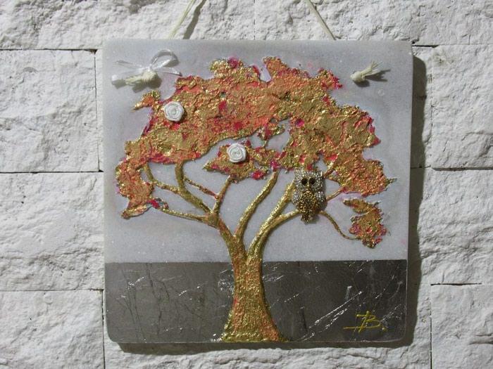ΧΕΙΡΟΠΟΙΗΤΑ μοντέρνα δέντρα πάνω σε σε Κεντρική Θεσσαλονίκη