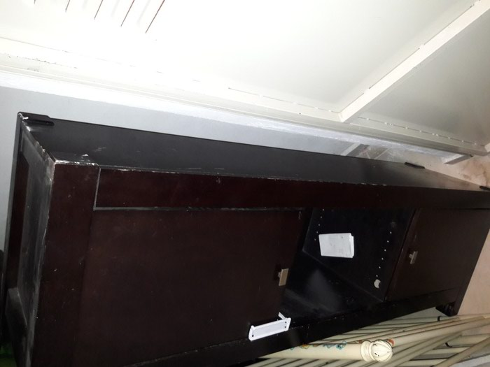 Έπιπλο tv 1.80 μήκος με 2 ντουλαπακια και ραφια. Photo 2