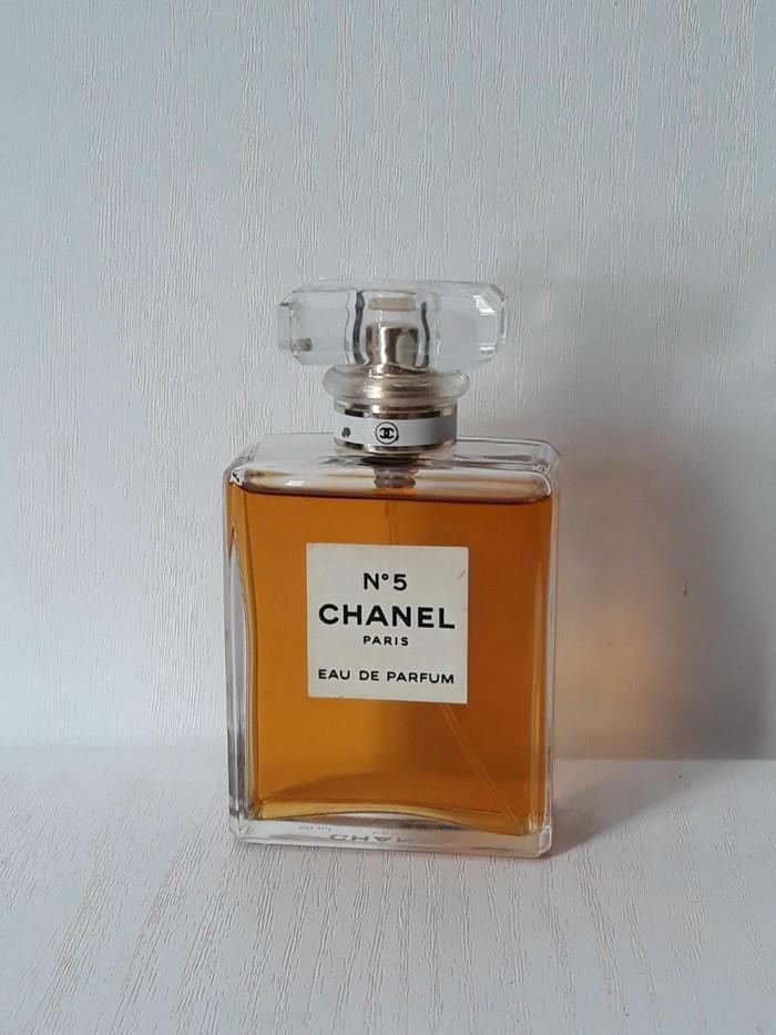 В наличии коробка открытая очень стойкий аромат