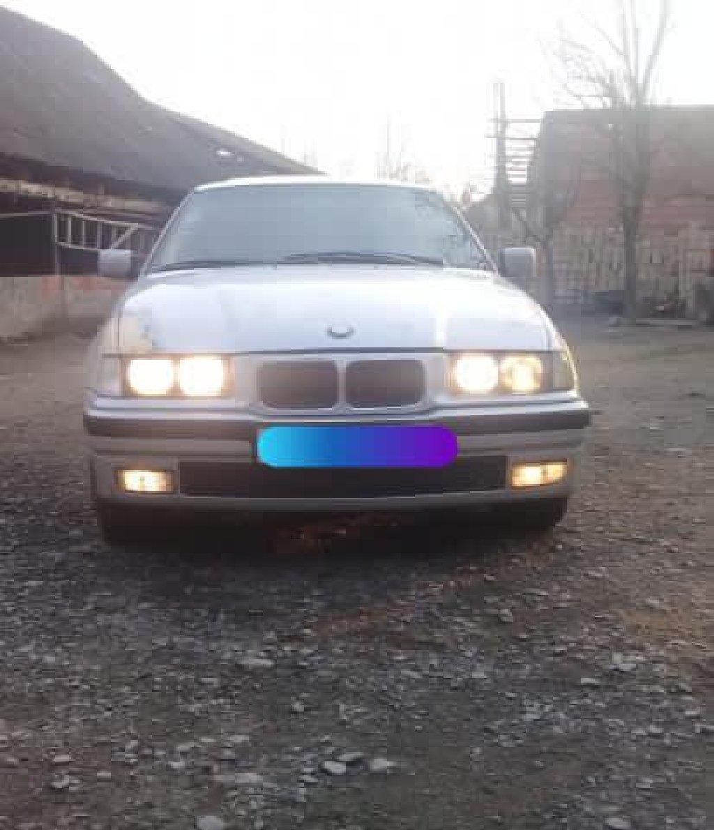Qax şəhərində BMW 318 1995
