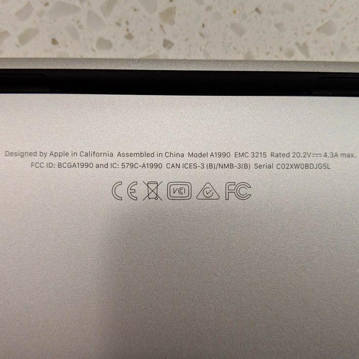Νέο 2018 MacBook Pro 15. Photo 2