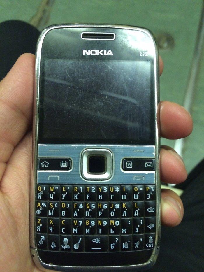 Bakı şəhərində Nokia E72 problemsiz iwleyir.zaryatkani 2-3gun saxlayir 30manata satir