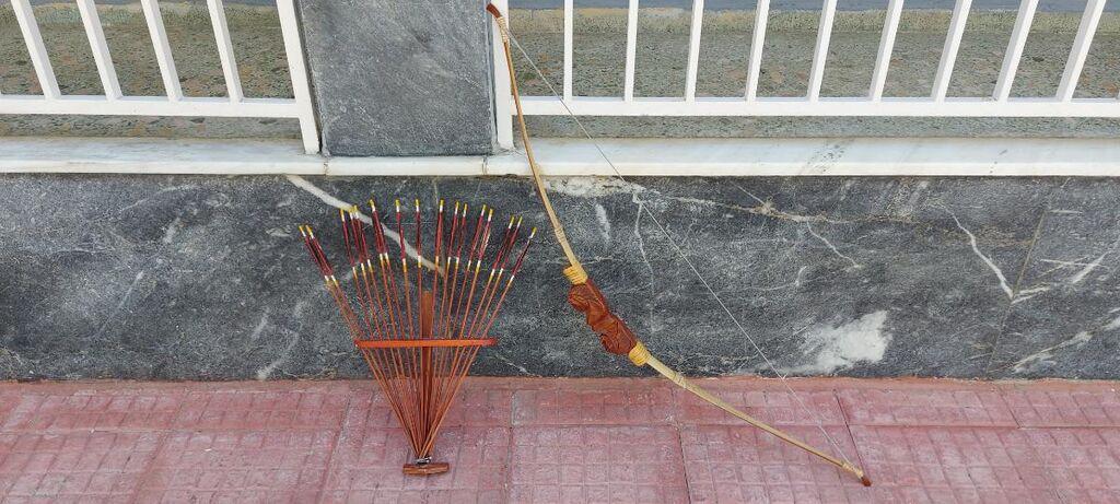Τόξο με βέλη και βάση διακοσμητικά από Αφρική χειροποίητα από ξύλο Αφρικάνικο σκαλιστά 30€