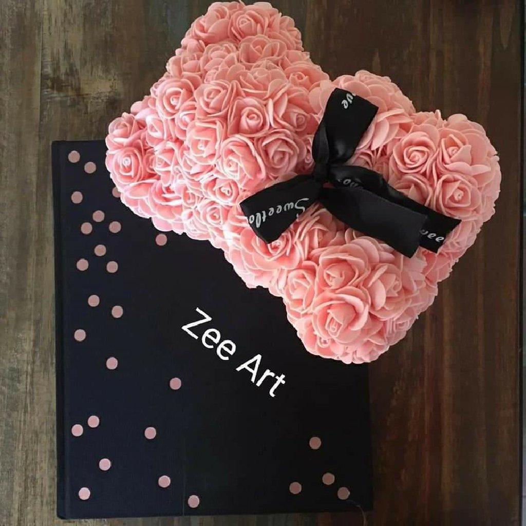 Na prodaju unikatni poklon medvedići od ruža u bojama po vasem izboru