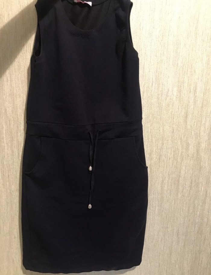 Платье-сарафан,можно носить как тунику.Трикотаж.Размер S,М в Бишкек