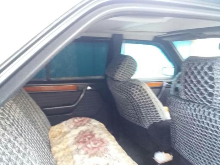 Mercedes-Benz E 320 1993. Photo 0