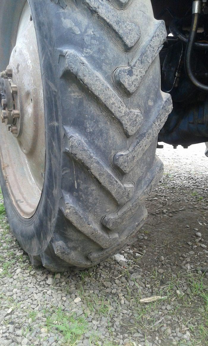 Traktor təkərin2 sidə satılır Təkərlər ağdamda dı . Photo 1
