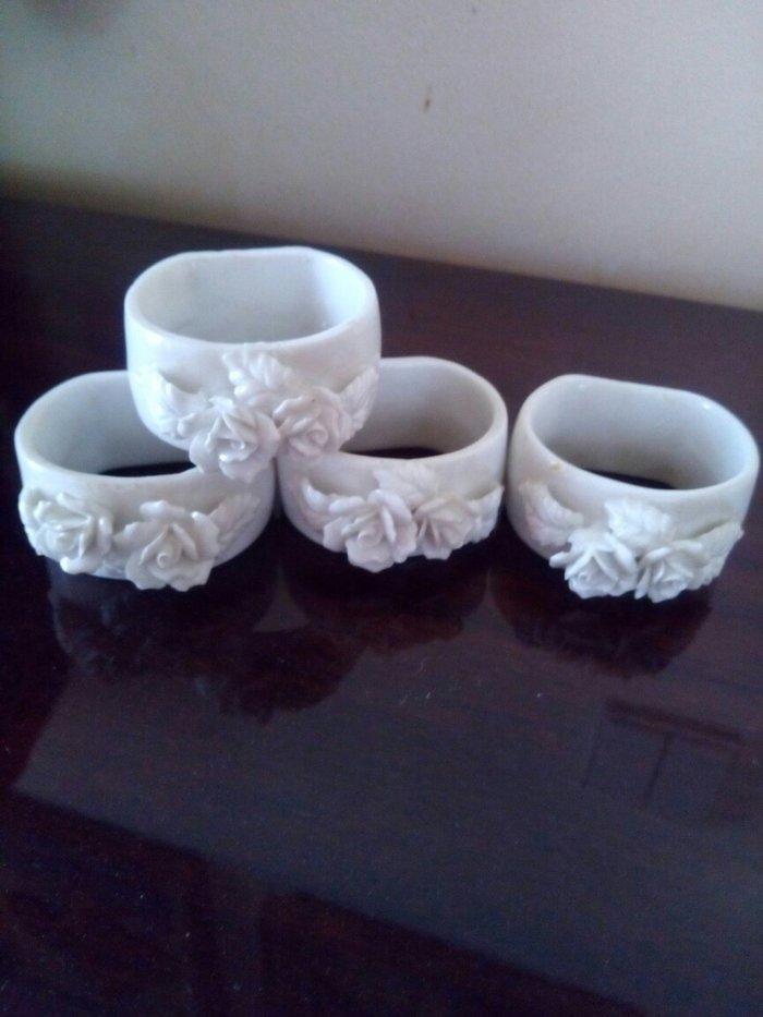Σετ απο 4 δαχτυλιδια πορσελανινα για πετσετες τραπεζιου με αναγλυφο λο σε Χαλάνδρι
