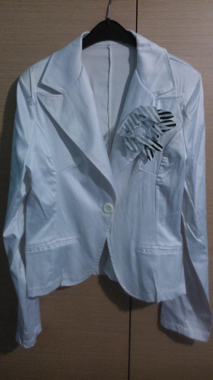 Λευκό σακάκι σετ μαζί με φούστα, σε Δυτική Θεσσαλονίκη