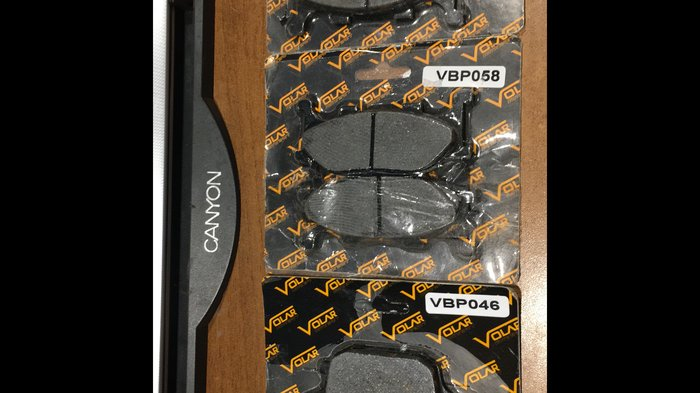 Продам один передний комплект колодок для мотоцикла yamaha fz6n 2006. Photo 0