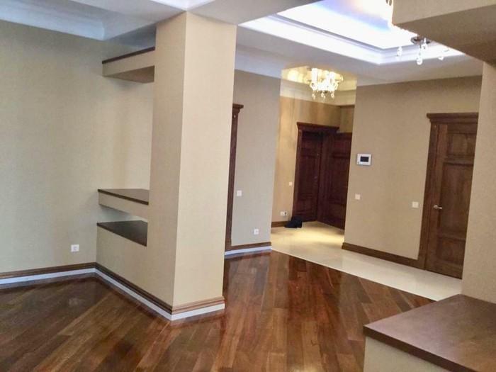 Продается квартира: 4 комнаты, 250 кв. м., Бишкек. Photo 1