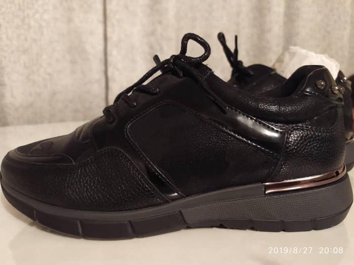 Кроссовки и спортивная обувь. Photo 3