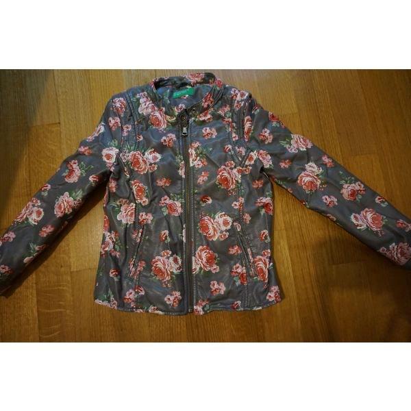 benetton μπουφαν για 6-7χρ με σχετικα μικρη φορμα for 12 EUR in ... 7e5d7048137