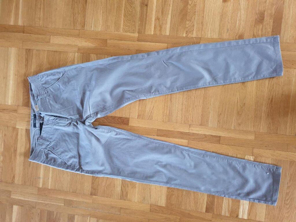 Legend pantalone od tankog kepera u odličnom stanju vel