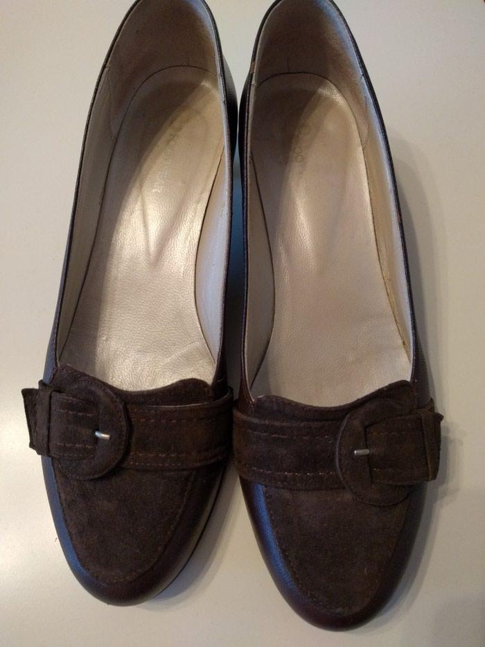 Braon cipele sa interesantnom petom br 36 nošene jednom