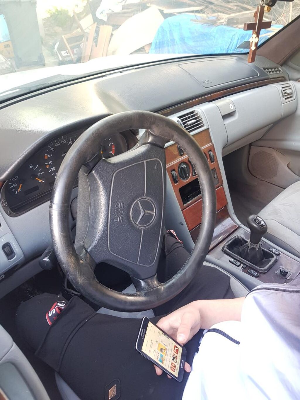 Mercedes-Benz E 220 1999 | 224563 km