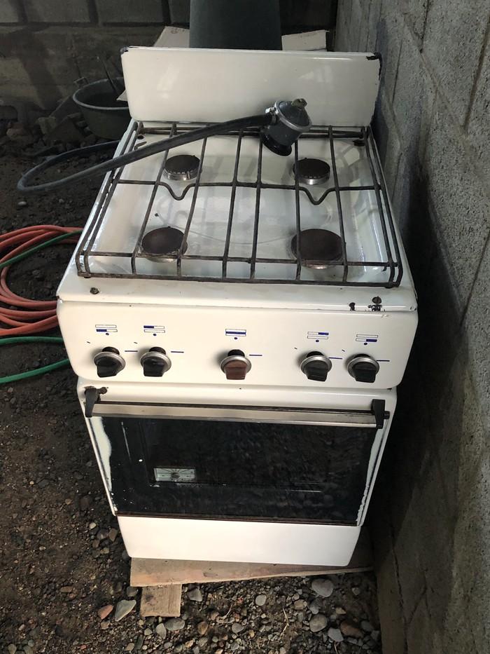Газовая плита четырехконфорочная в рабочем состоянии. Photo 1