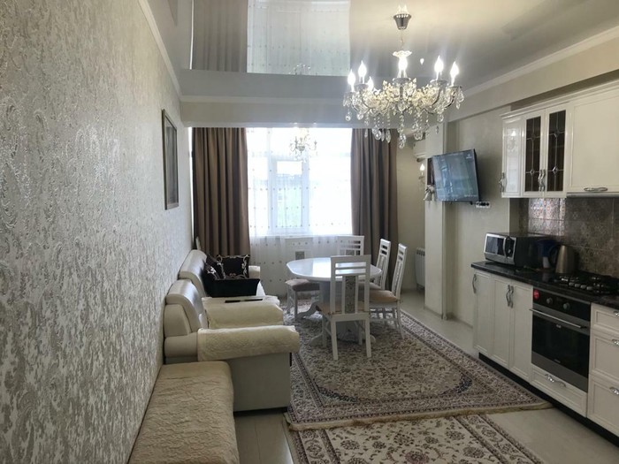 Продается квартира: 2 комнаты, 85 кв. м., Бишкек. Photo 0