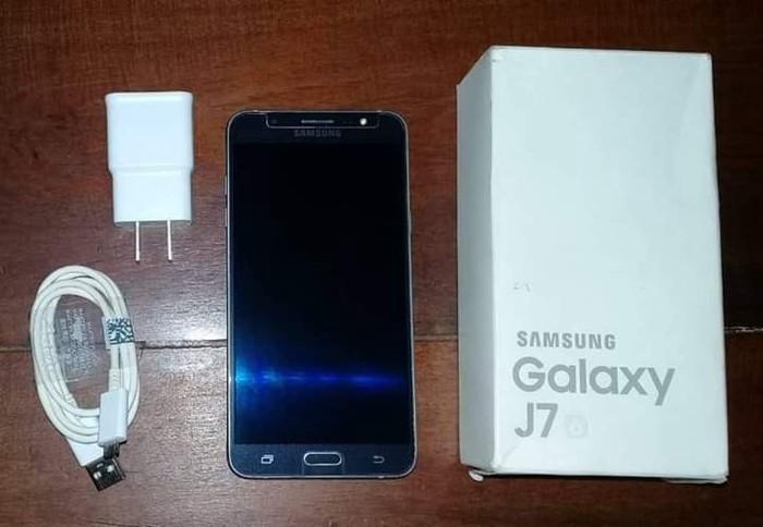Б/у Samsung Galaxy J7 16 ГБ Черный. Photo 0