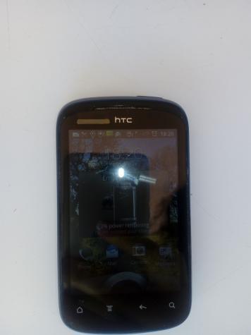Mobilni telefon se puni, upali, ali sta god da pritisnem ili pokusam da pomeram po ekranu, on ne reaguje, ili nesto nije u redu, ili ja ne znam da ga koristim, zato sam stavila da je neispravan