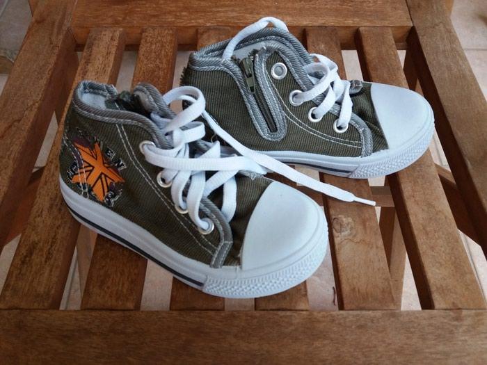 Sneakers χακι ν. 25