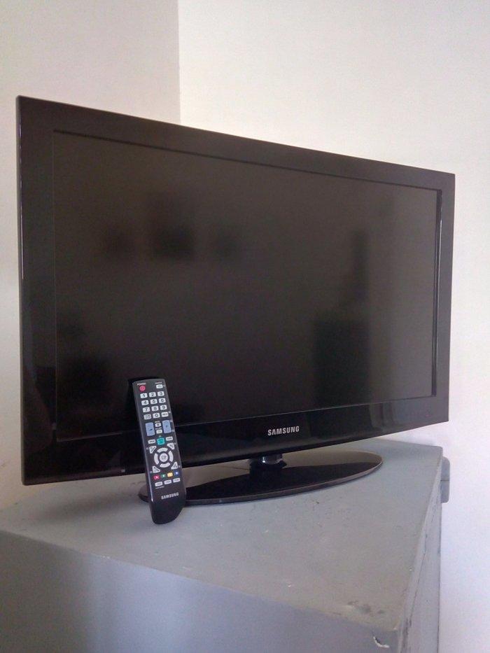 Bakı şəhərində Samsung televizoru. Dioqanal ekran 80 sm. Kart yeri var.