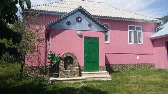 İsmayıllı şəhərində Bu ev kupuc daginin eteyinde yerlesir.Bu evde 5-6 qonaq rahat