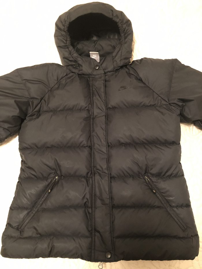 NIKE zenska jakna. Crna,perjana,ocuvana,velicina L.. Photo 0