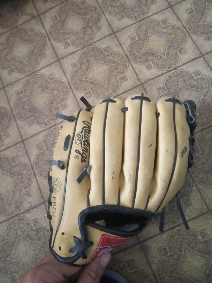 d5b73136b883 бейсбольная перчатка...кожанная за 350 KGS в Бишкеке: Другое для ...