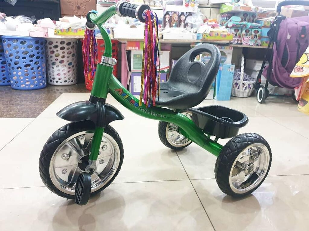 Трехколесный велосипед колеса полиуретан рассчитан на возраст двух до пяти лет
