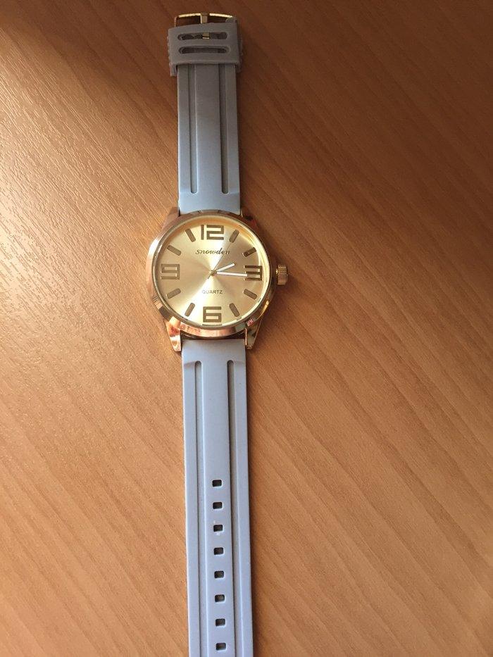 Γκρι ρολόι με χρυσό καντράν σε Αγρίνιο