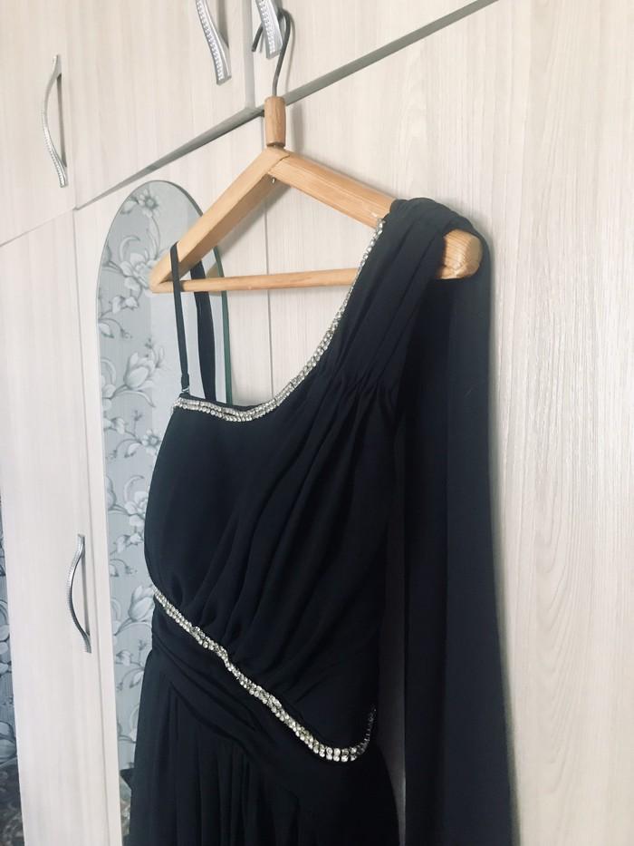 Продаю платье со шлейфом от плеча размер м . Photo 3