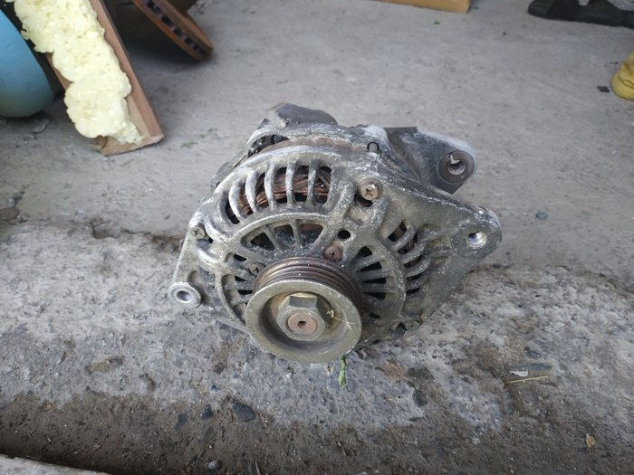 Продаю генератор на Мазду 2куб в Бишкек