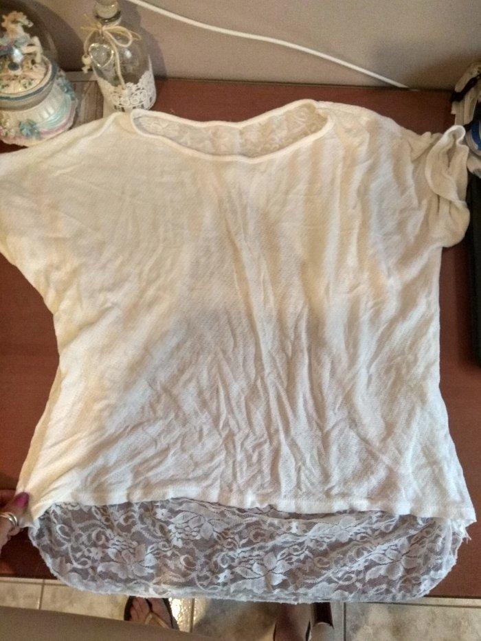 Λευκή μπλούζα με δαντέλα και φιόγκο. Photo 1