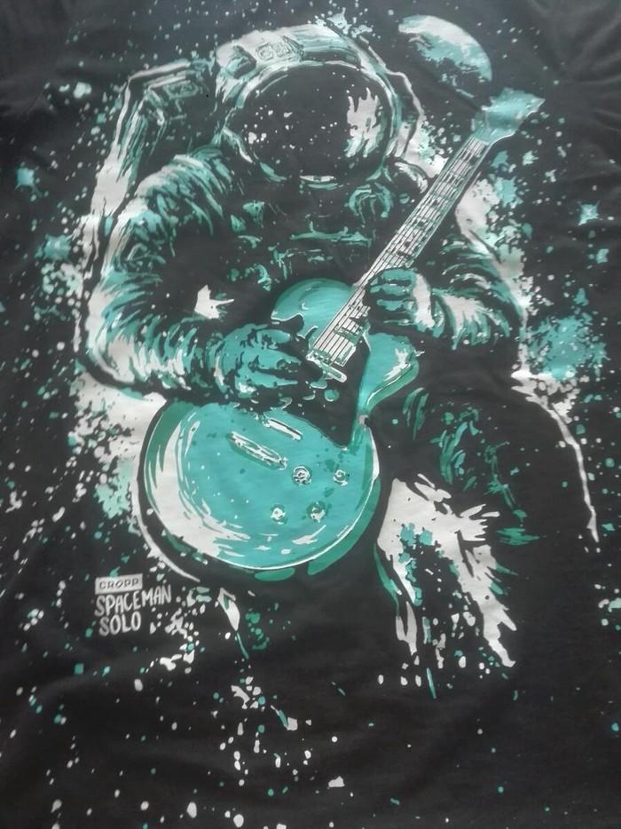 Μπλουζα με γαλαζιο σχεδιο αστροναυτη που παιζει κιθαρα. Photo 3
