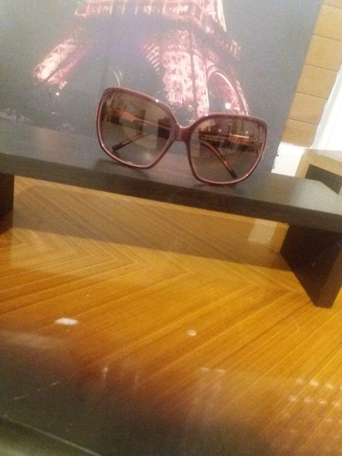 Αυθεντικα γυαλια ηλιου με Ροζ σκουρο φακο. 50€ σε Άγιοι Ανάργυροι