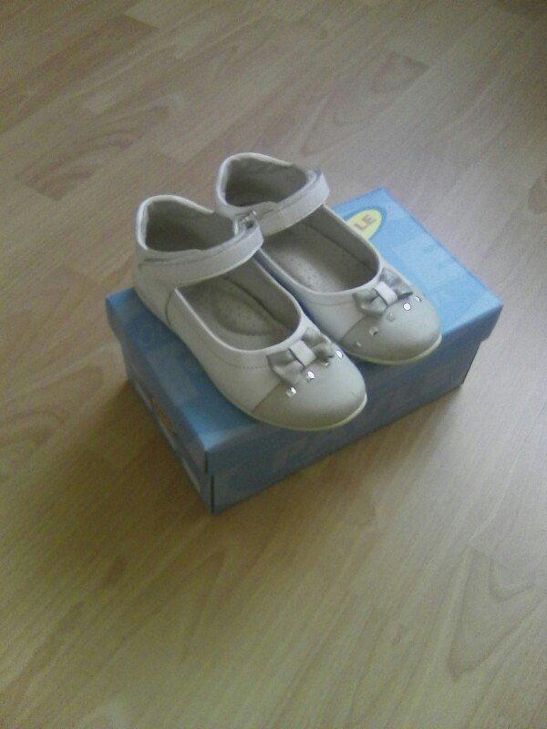 Cipele prelepe br. 30 pavle, bele sa sivom masnicom