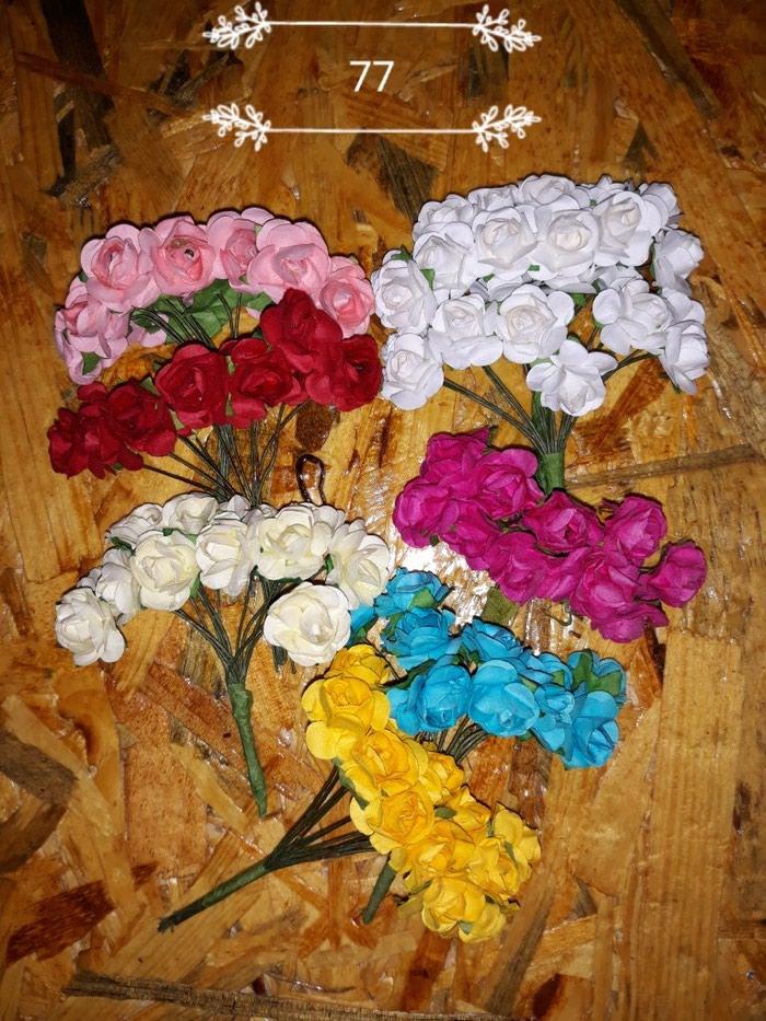 Πλαστικα λουλουδακια για διακοσμηση. Photo 3