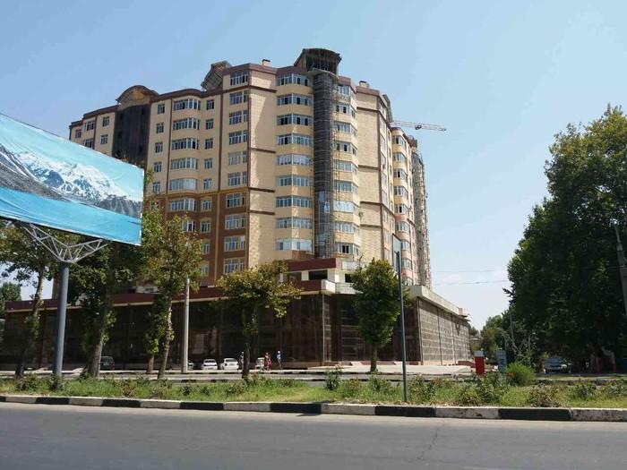 Продаётся коммерческая площадь на 2-м этаже в новом 13-ти этажном жилом доме в 102 микрорайоне г