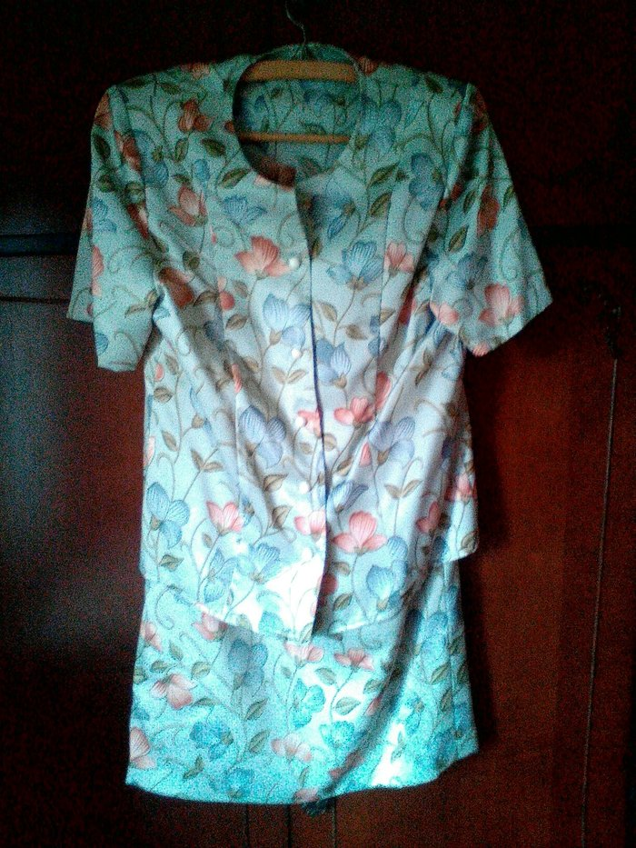 Źenski komplet,suknja i bluzica kratkih rukava,novo!suknja ima - Kragujevac