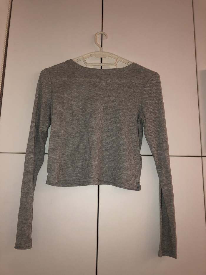 Kratka, tanka majica u S veličini. 300 din. Photo 0