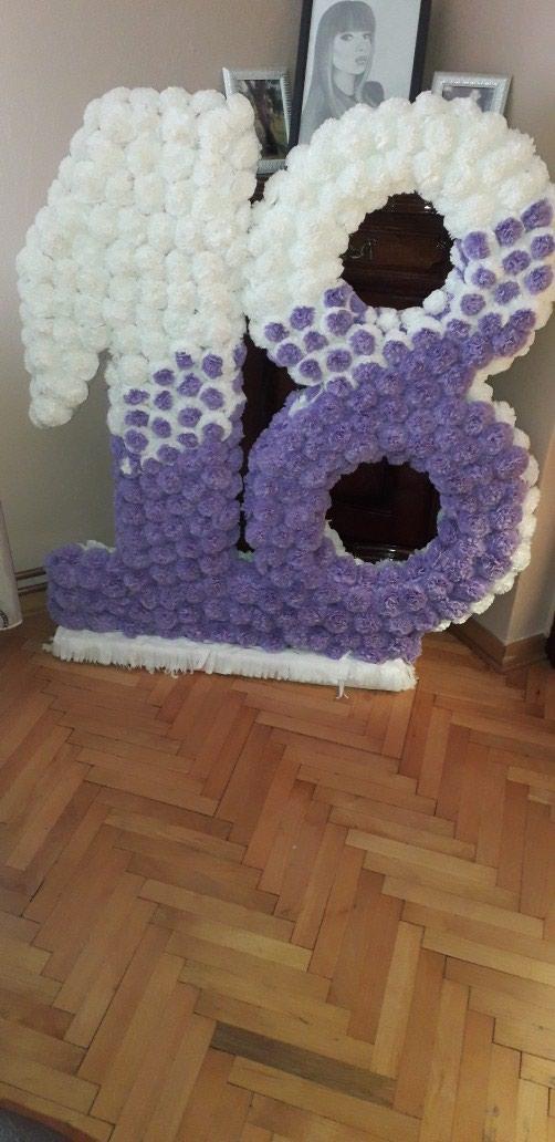 Broj 18 od stiropora sa cveticima za punoletstva....visina 1m. Photo 1